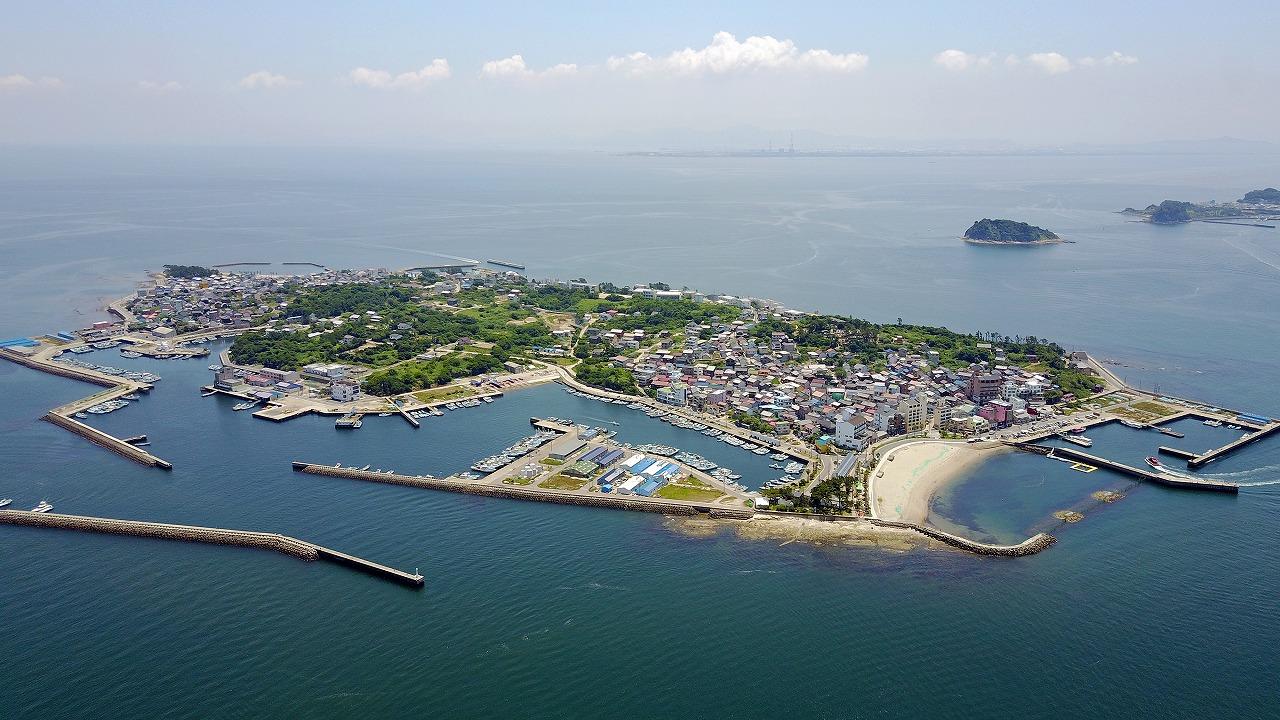 平らな日間賀島